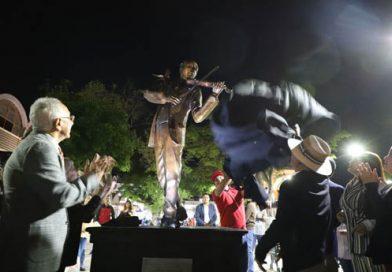 "Gobierno de Tonalá rinde homenaje a ""Gori"" Cortés con develación de escultura en Plaza Cihualpilli"