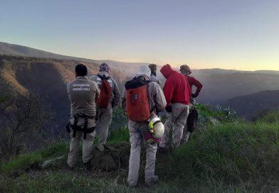 Protección Civil de Tonalá rescata a dos masculinos que se extraviaron en la barranca de Colimilla