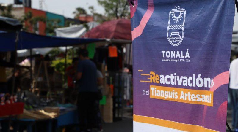 Con estrictos protocolos de prevención, se instala por sexto domingo el Tianguis Artesanal; comerciantes y visitantes atienden llamado de uso obligatorio de cubrebocas