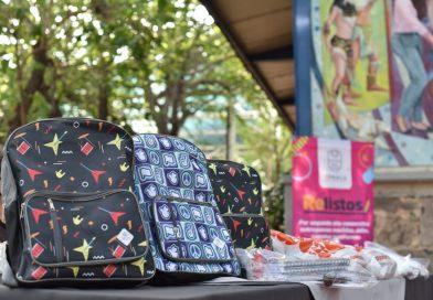 Tonalá arranca con la entrega de mochilas y útiles escolares