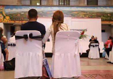 En Tonalá 124 parejas reciben su acta de matrimonio de manera gratuita